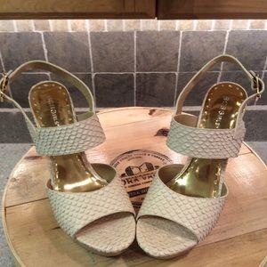 "💯 authentic BCBG cream texture 5"" heels size 10"